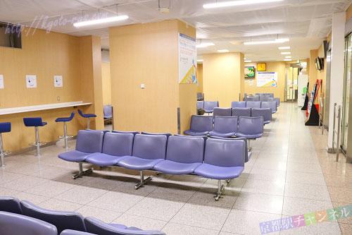 京都駅の新幹線コンコースの待合室
