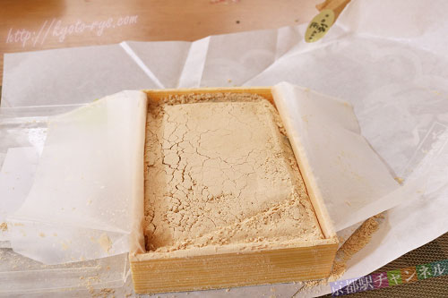 タップリのきな粉が入った草わらびもち